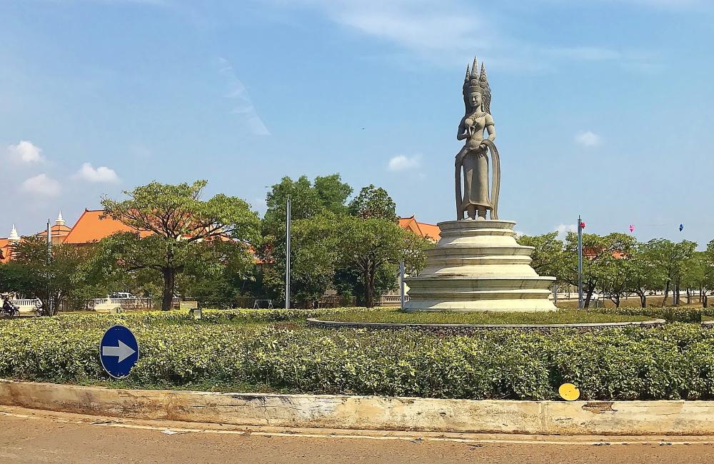 アプサラ像