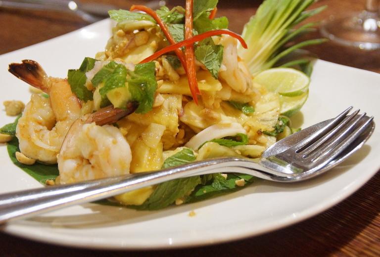 カンボジア クメール料理 青パパイヤのサラダ