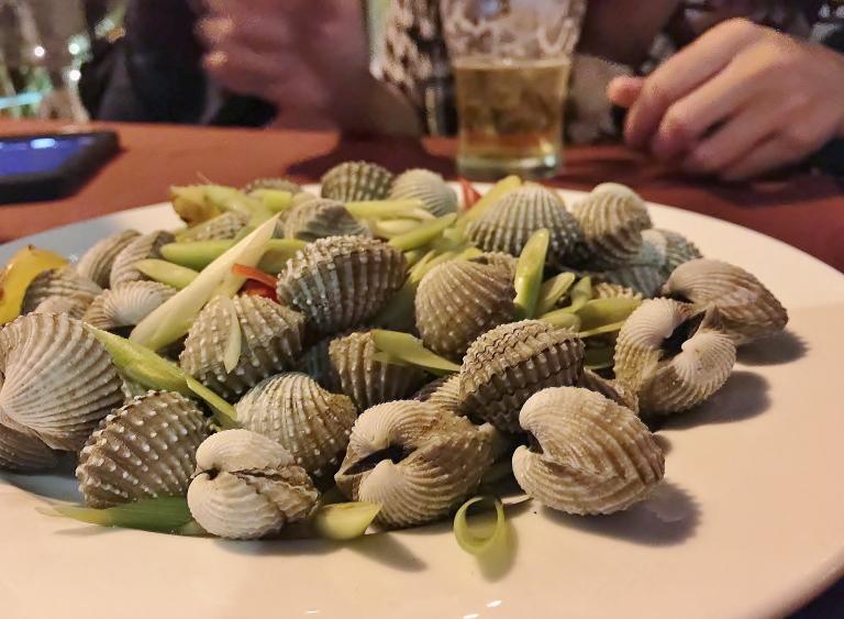 地の味がする貝 カンボジア