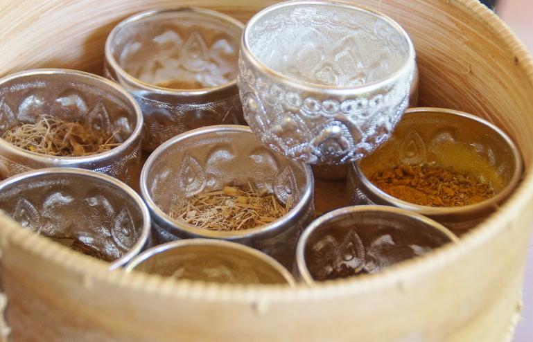レモングラス、カファーライム、タマリンド、しょうが、クメールしょうが、ターメリック、プルメリア、ガランガル、ジャスミンライス