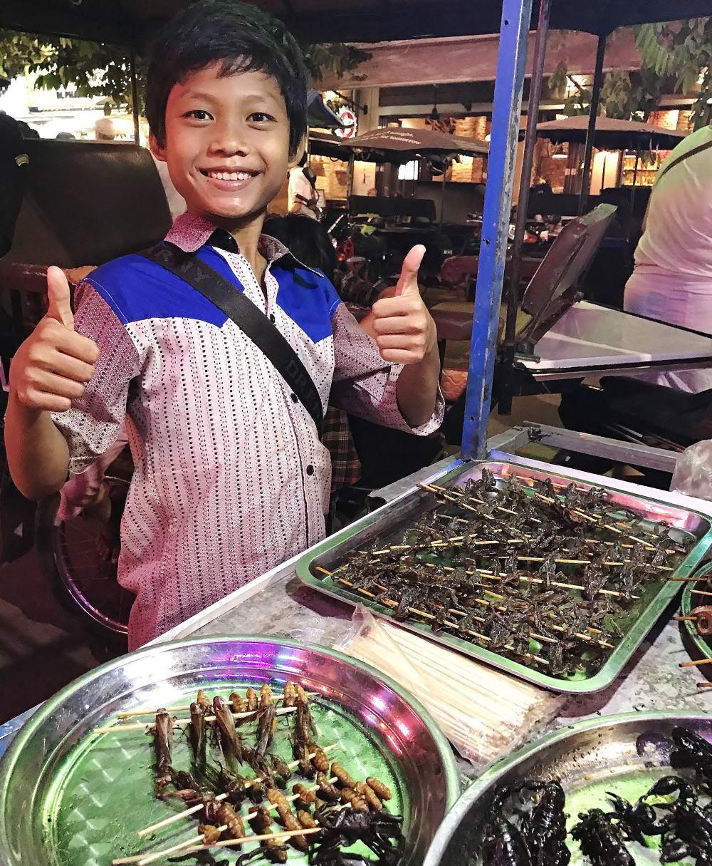 カンボジア 虫の屋台