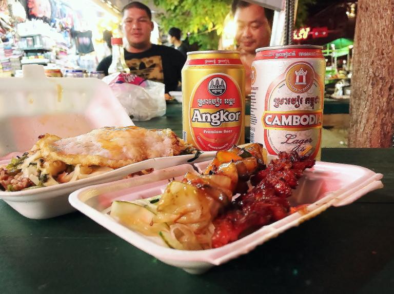 カンボジア 屋台 ビール