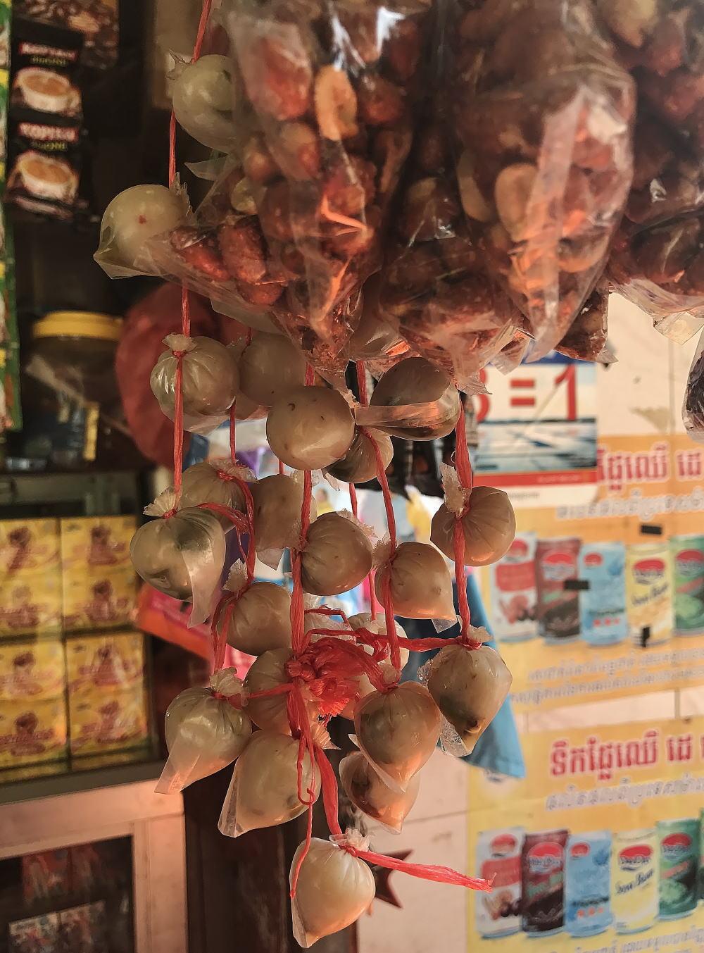 カンボジア 雑貨屋 魚肉ソーセージ
