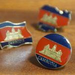 1個数十円で買える!カンボジア国旗のピンバッジをお土産に♪