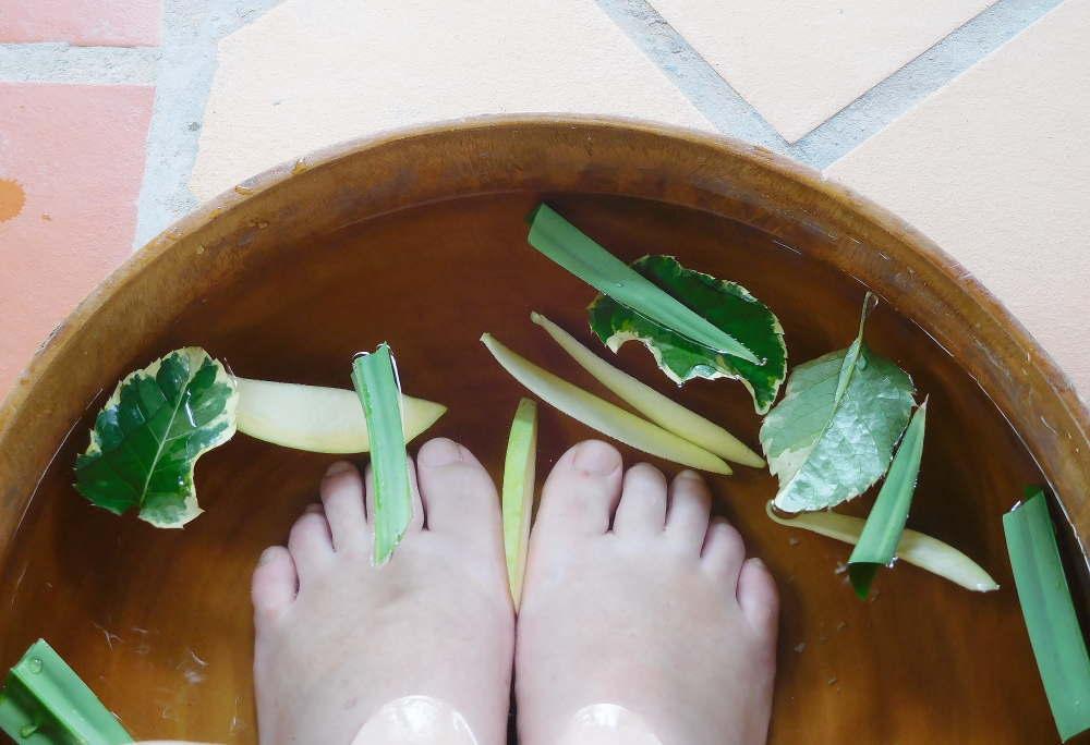 カンボジアハーブを使った足湯