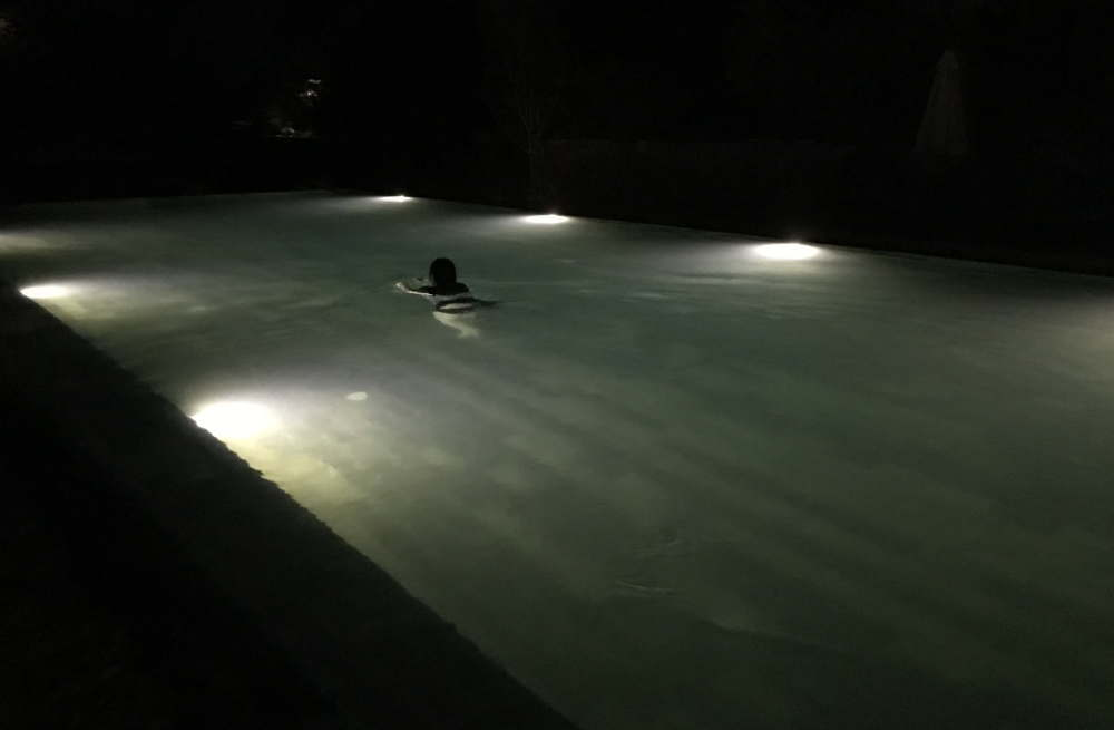 ヒルロックス ホテル プールで遊ぶ