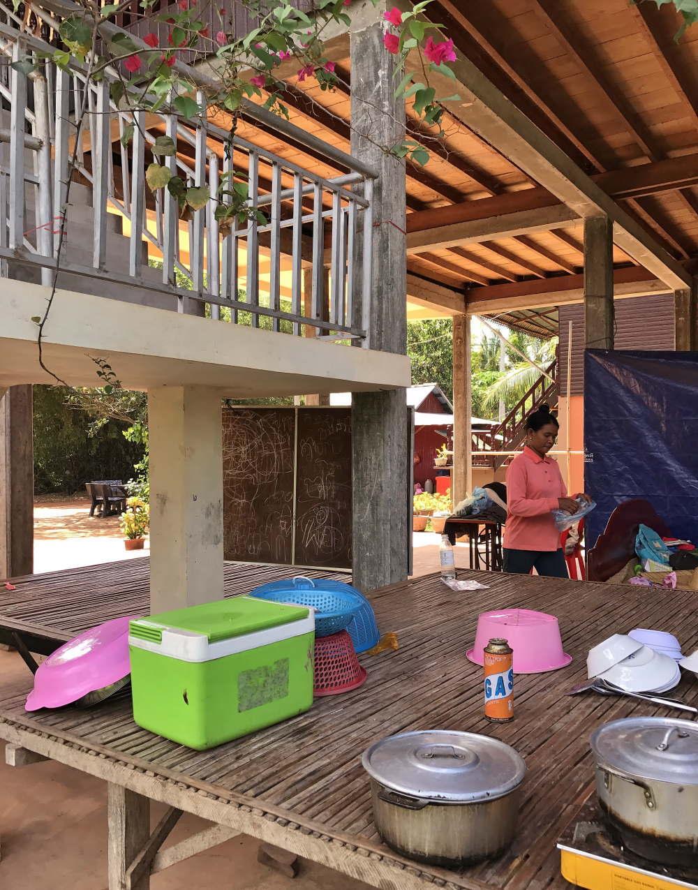バコン村 高床式の住居 内部