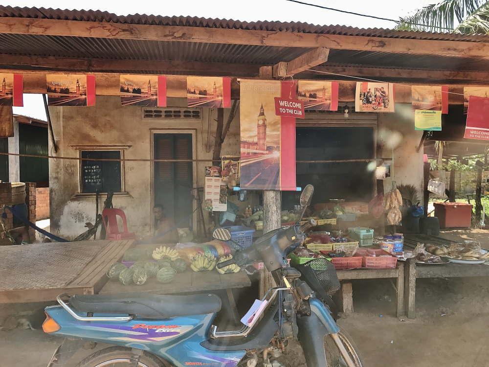 バコン村の商店